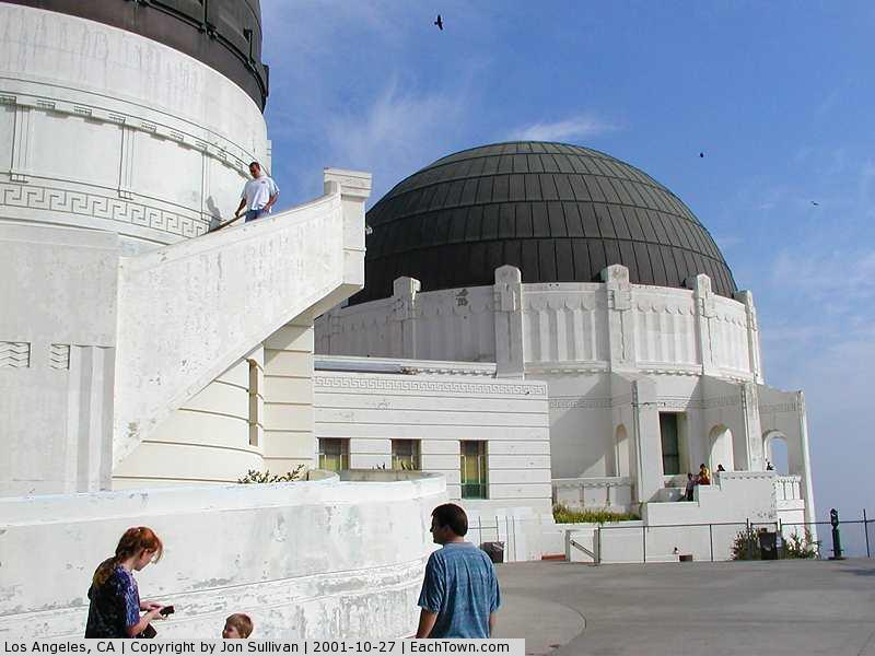 - Griffith Observatory - Note the way the bight blue sky turns into grey pollution as you get closer to the ground.