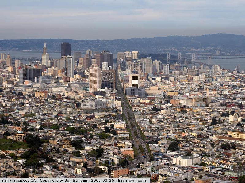 - San Francisco seen from Twin Peaks